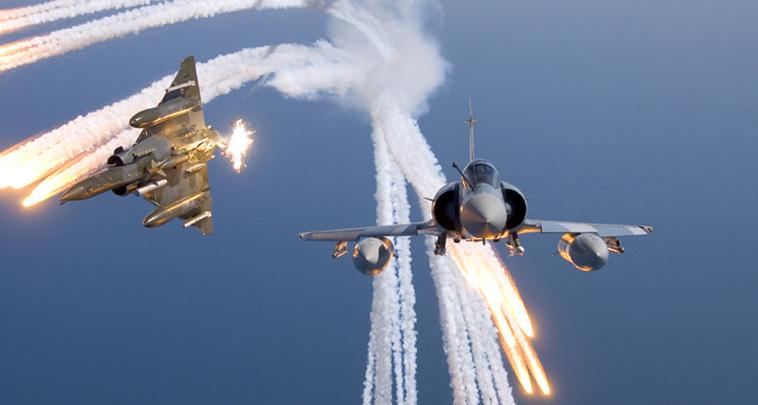 http://www.lacroix-defense.com/images/poles/airborne/fighters/photos/Airborne%20Countermeasures%20Fighters%20Spectral%20MTV%20Infrared%20Chaff%20Flares%20Rafale%20Mirage%20Decoys%20(1).jpg